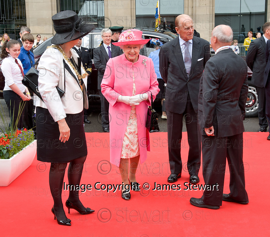 Her Majesty, Queen Elizabeth arrives at George Square, Glasgow as part her her Diamond Jubilee Celebrations.