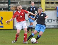 UEFA Women's Under 17 Championship - Second Qualifying round - group 1 : England - Switzerland : .duel tussen Alessandra Abbuhl (links) en Olivia Fergusson.foto DAVID CATRY / Vrouwenteam.be