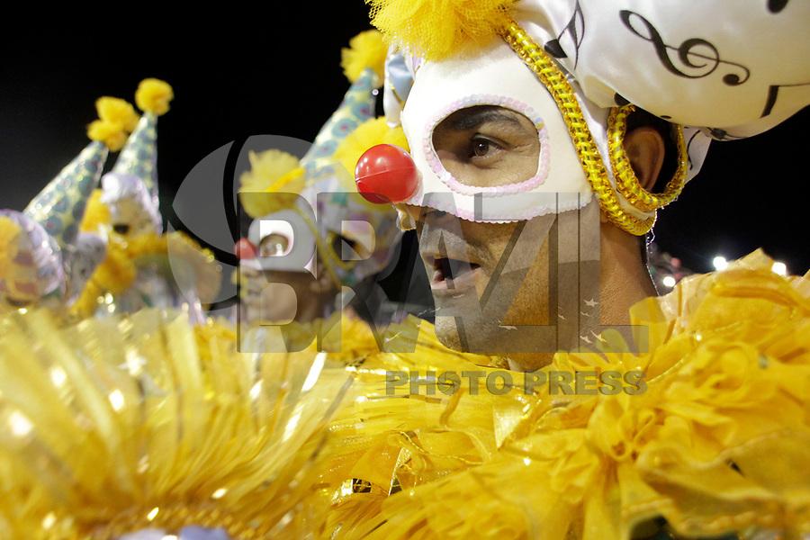 SÃO PAULO, SP, 05 DE MARÇO DE 2011 - CARNAVAL 2011 / VILA MARIA - Integrante da Vila Maria, no segundo dia dos desfiles as escolas do Grupo Especial de São Paulo, no Sambódromo do Anhembi, zona norte da capital paulista, na noite deste sábado (05). (FOTO: ALE VIANNA/ NEWS FREE)