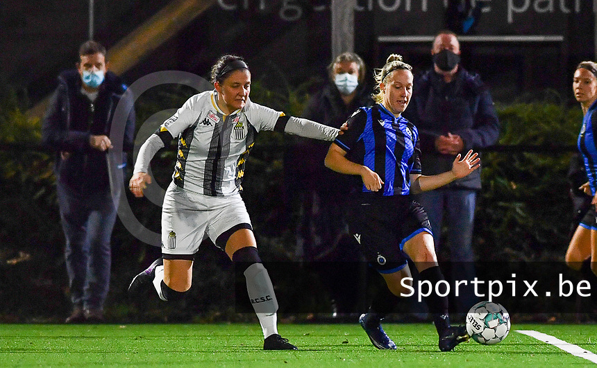 Brugge's Celien Guns pictured in a fight for the ball with defender Madison Hudson of Sporting Charleroi during a female soccer game between Sporting Charleroi and Club Brugge YLA on the fourth matchday of the 2020 - 2021 season of Belgian Scooore Womens Super League , friday 9 nd of October 2020  in Marcinelle , Belgium . PHOTO SPORTPIX.BE | SPP | DAVID CATRY