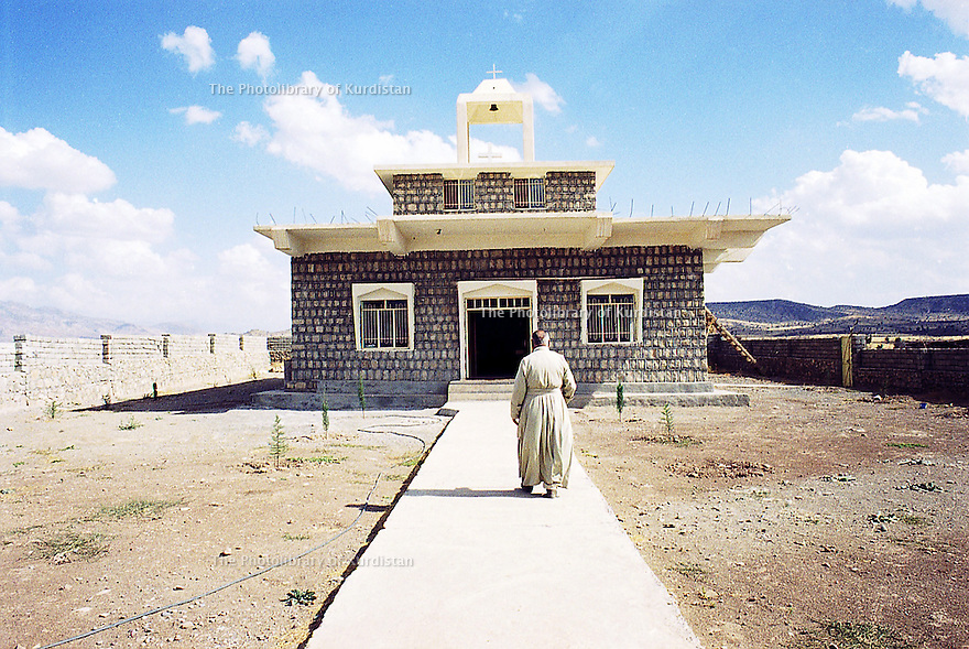 Irak 2000 Eglise de Levo, a christian village near Zakho   Iraq 2000 The church of Levo, christian village, near Zakho