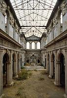 - the Managua cathedral, damaged in the earthquake of 1972 ....- la cattedrale di Managua, danneggiata nel terremoto del 1972....