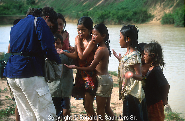 FOREIGNER GIVES MONEY to POOR CAMBODIAN KIDS