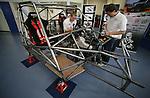Foto: VidiPhoto..ARNHEM - De faculteit HAN Automotive van de Hogeschool Arnhem Nijmegen bouwt een 'groene' auto om in 2009 mee te doen aan Dakar. Het initiatief heet Go-4 Dakar.