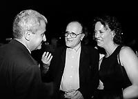 ID :  pr_000830C_113<br /> Victor Loewy ;  Alliance<br /> Serge Losique ; FFM<br /> Rena Owen ;  actrice et membre du Jury<br /> RÈception Alliance, 737 (PVM) le 30 ao°t 2000<br /> MENTION OBLIGATOIRE :  © Pierre Roussel, 2000
