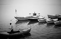Varanasi (Uttar Pradesh)<br /> <br /> Boat men of Ganga river.<br /> <br /> Bateliers du Gange.