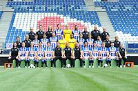 VOETBAL: HEERENVEEN: 17-07- 2017, Abe Lenstra Stadion, Perspresentatie SC Heerenveen, ©foto Martin de Jong<br /> v.l.nr. <br /> Achter: Catrinus Stoker (materiaalman), Vincent Schinkel (fysiotherapeut), Wietske van der Valk - Westera (manueel en fysiotherapeut), Michel Vlap #18, Jan Bekkema #25, Jeremiah St. Juste #16, Thom van der Heide (fysiotherapeut), Herman van Dijk (teamanager), Hans Moesman ( materiaalman).   <br /> <br /> Midden: Ron du Bois (clubarts), Erik ten Voorde (fysiotherapeut), Dennis Johnsen #17, Pelle van Amersfoort #19, Henk Veerman #20, Wouter van der Steen #23, Warner Hahn #1,  Joost van Aken #4, Daniel Høegh #3, Caner Cavlan #22,  Steven Edelenbos (conditietrainer), Emiel Kramer (video-anelist).<br /> <br /> Voor: Terry Peters (performans manager), Doke Smidt #12, Morten Thorsby #8, Yuki Kobayashi #21, Kik Pierie #5, Michel Vink (assistent trainer), Jurgen Streppel (hoofdtrainer), Johnny Jansen (assistent trainer), Reza Ghoochannejhad #9, Stijn Schaars #6, Martin Ødegaard #10, Arber Zeneli #13, Raymond Visser (keeperstrainer).