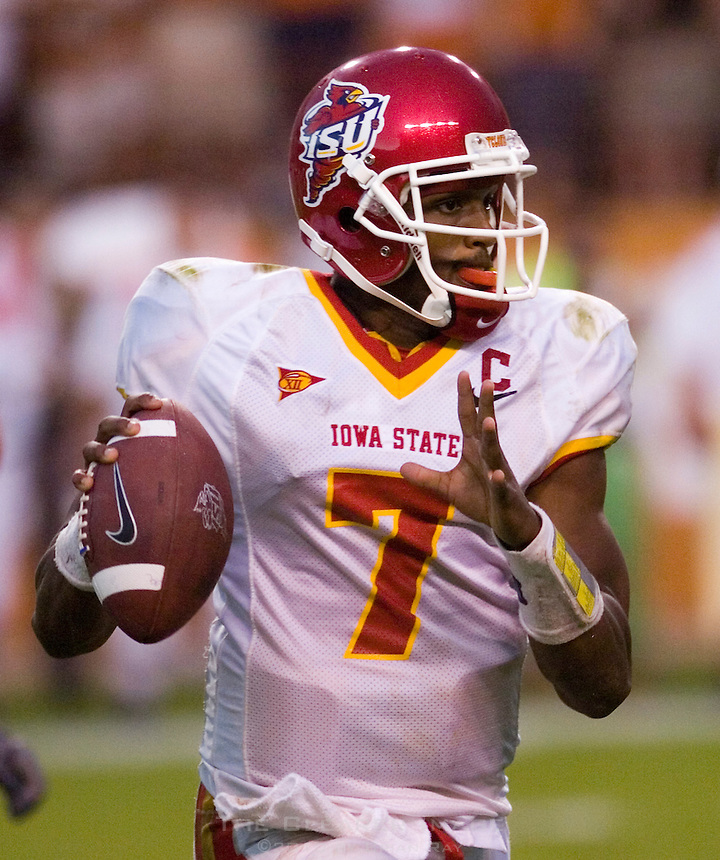 23 September 2006: Iowa State quarterback Bret Meyer (#7) looks to pass during the Cyclones 37-14 loss to the Texas Longhorns at Darrell K Royal Memorial Stadium in Austin, TX.