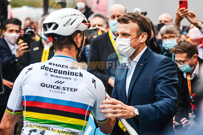 French President Emmanuel Macron  chats with World Champion Julian Alaphilippe (FRA) Deceuninck-Quick-Step at the end of Stage 18 of the 2021 Tour de France, running 129.7km from Pau to Luz Ardiden, France. 15th July 2021.  <br /> Picture: A.S.O./Charly Lopez | Cyclefile<br /> <br /> All photos usage must carry mandatory copyright credit (© Cyclefile | A.S.O./Charly Lopez)