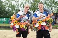 FIERLJEPPEN: WINSUM: 05-09-2020, FK Fierljeppen, <br /> v.l.n.r. <br /> Kampioenen Rutger Haanstra (junioren) en Wisse Broekstra (jongens), ©foto Martin de Jong