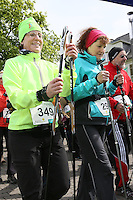 Nordic Walker am Start an den Opelvillen