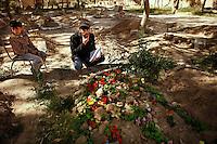 Syria, Deir az-Zor, 2013/03/20..Student Ammar Obaid located and registers names of victims and belonging graves on the Free Martyr Cemetery in western Deir az-Zor which was a playground before the war. .Syrie, Deir ez-Zor, 20/03/2013.L'étudiant Ammar Obaid localise et enregistre le nom des victimes et des tombes dans le cimetière des «Martyrs libres» dans l'ouest de Deir az-Zor, qui était un terrain de jeu pour enfants avant la guerre..Photo: Timo Vogt / Est&Ost Photography.
