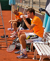 Austria, Kitzbuhel, Juli 14, 2015, Tennis, Davis Cup, Training Dutch team, Robin Haase during a break with in the background Thiemo de Bakker<br /> Photo: Tennisimages/Henk Koster