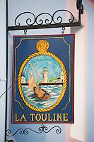 """Europe/France/Bretagne/56/Morbihan/Belle-Ile/ Sauzon:  détail de l'enseigne d'un restaurant: """"La Touline"""""""