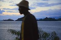 Rwanda. Western province. Kibuye. Sunset on the Kivu lake. Profile of a walking black man with a hat on the head.  © 2007 Didier Ruef