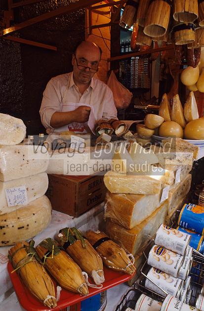 Europe/Italie/Sicile/Catane : Le marché -Etal de Fromages