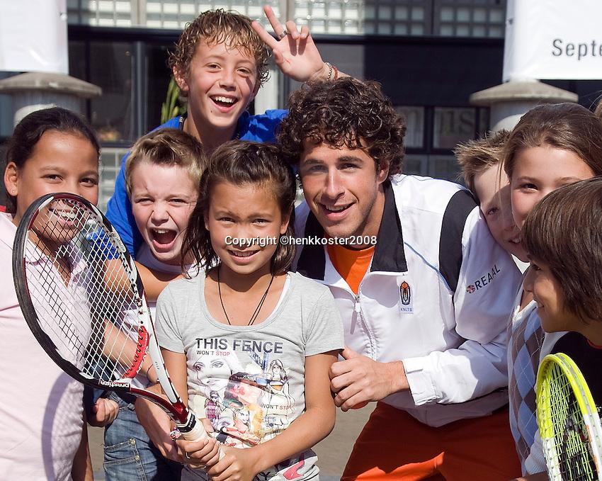 18-9-08, Netherlands, Apeldoorn, Tennis, Daviscup NL-Zuid Korea,   streettenis met Robin Haase