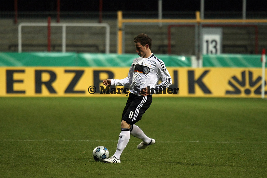 Fabian Baecker (Gladbach)<br /> Deutschland vs. Finnland, U19-Junioren<br /> *** Local Caption *** Foto ist honorarpflichtig! zzgl. gesetzl. MwSt. Auf Anfrage in hoeherer Qualitaet/Aufloesung. Belegexemplar an: Marc Schueler, Am Ziegelfalltor 4, 64625 Bensheim, Tel. +49 (0) 151 11 65 49 88, www.gameday-mediaservices.de. Email: marc.schueler@gameday-mediaservices.de, Bankverbindung: Volksbank Bergstrasse, Kto.: 151297, BLZ: 50960101