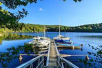 France, Creuse (23), le lac de Vassivière, Royère-de-Vassivière, le petit port de plaisance de Broussas // France, Creuse, Vassiviere lake, Royere de Vassiviere,  Broussas harbour