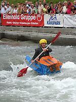 """Best of Pappbootrennen 2013 im Kanupark Markkleeberg anlässlich des Wasserfest 2013 - Team """"Die Mööööörder Duschhaube"""" . Foto: Norman Rembarz"""