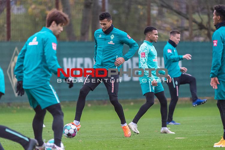 16.11.2020, Trainingsgelaende am wohninvest WESERSTADION - Platz 12, Bremen, GER, 1.FBL, Werder Bremen Training<br /> <br /> <br /> Davie Selke  (SV Werder Bremen #09)<br /> Yuya Osako (Werder Bremen #08)<br /> Felix Agu (Werder Bremen / #17)<br /> Niklas Moisander (Werder Bremen #18 Kapitaen)<br /> <br /> <br /> Foto © nordphoto / Kokenge *** Local Caption ***