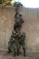 "- training of 1st regiment Carabinieri Parachutist ""Tuscania....- addestramento del 1° reggimento Carabinieri Paracadutisti ""Tuscania"""
