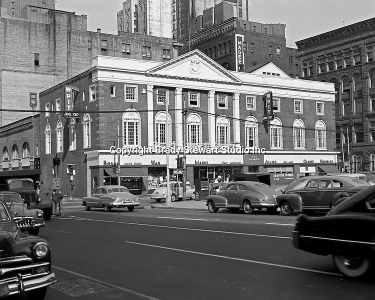 Pittsburgh PA:  The view of the Pitt Building at the corner of Smithfield Street and Boulevard of the Allies.