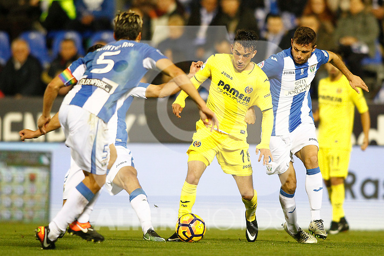 CD Leganes' Martin Mantovani (l) and Alberto Martin (r) and Villarreal CF's Nicola Sansone during La Liga match. December 3,2016. (ALTERPHOTOS/Acero)