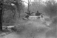 - Italian army, joint exercise of Lodi Troopers with British Army Royal Dragoons, Leopard tank (November 1984)....- Esercito Italiano, esercitazione congiunta Cavalleggeri di Lodi con Royal Dragoons dell'esercito inglese, carri armati Leopard (novembre 1984)
