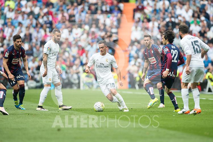Real Madrid's Lucas Vazquez and Sociedad Deportiva Eibar's Jota Peleteiro during La Liga match. April 09, 2016. (ALTERPHOTOS/Borja B.Hojas)