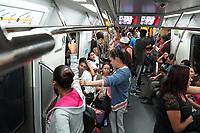 Transporte em trem do Metro, Sao Paulo. Brasil. 2017. Foto de Juca Martins.