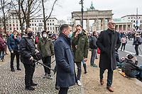 """Sogenannten """"Querdenker"""" sowie verschiedene rechte und rechtsextreme Gruppen hatten fuer den 18. November 2020 zu einer Blockade des Bundestag aufgerufen. Sie wollten damit verhindern, dass es eine Abstimmung ueber das Infektionsschutzgesetz gibt.<br /> Es sollen sich ca. 7.000 Menschen versammelt haben. Sie wurden durch Polizeiabsperrungen daran gehindert zum Reichstagsgebaeude zu gelangen. Sie versammelten sich daraufhin u.a. vor dem Brandenburger Tor.<br /> Im Bild: Der Chef der rechtsnationalistischen """"Alternative fuer Deutschland"""", Tino Chrupalla (vorne) und der aus der AfD-Fraktion ausgeschlossene MdB Frank Pasemann (rechts im Bild), unter den Demonstranten auf der Strasse des 17. Juni.<br /> 18.11.2020, Berlin<br /> Copyright: Christian-Ditsch.de"""