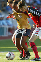 Coquimbo, Chile: American's player Nikki Washington (C) dispute the ball with germany´s player Verena Faisst (R) during the semi-final match in the Fifa U-20 Women´s World Cup at Francisco Sanchez Rumoroso stadium in Coquimbo, located at 459 kilometers north of Santiago, on December 4 th, 2008. By Grosnia / ISIphotos.com