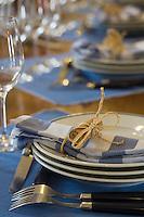 Europe/France/Aquitaine/33/Gironde/Saint-Yzans-de-Médoc: Château  Loudenne, Médoc Cru Bourgeois-  détail de la table dressée dans la Cuisine des Vendanges