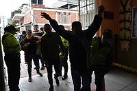 BOGOTA - COLOMBIA, 27-05-2018:Electores son requisados a la entrada del puesto de votación por la policia. Las elecciones presidenciales de Colombia de 2018 se celebrarán el domingo 27 de mayo de 2018. El candidato ganador gobernará por un periodo máximo de 4 años fijado entre el 7 de agosto de 2018 y el 7 de agosto de 2022. /Electors are requisitioned at the entrance of the votation place by the police. Colombia's 2018 presidential election will be held on Sunday, May 27, 2018. The winning candidate will govern for a maximum period of 4 years fixed between August 7, 2018 and August 7, 2022. Photo: VizzorImage / Nicolas Aleman / Cont