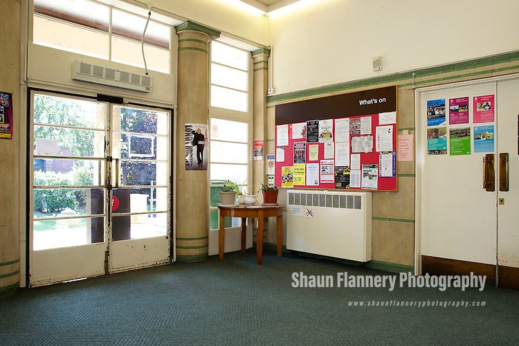 Pix: Shaun Flannery/shaunflanneryphotography.com...COPYRIGHT PICTURE>>SHAUN FLANNERY>01302-570814>>07778315553>>..27th April 2011..........Aurora Charity..Central Library and Museum, Memorial Avenue, Worksop.