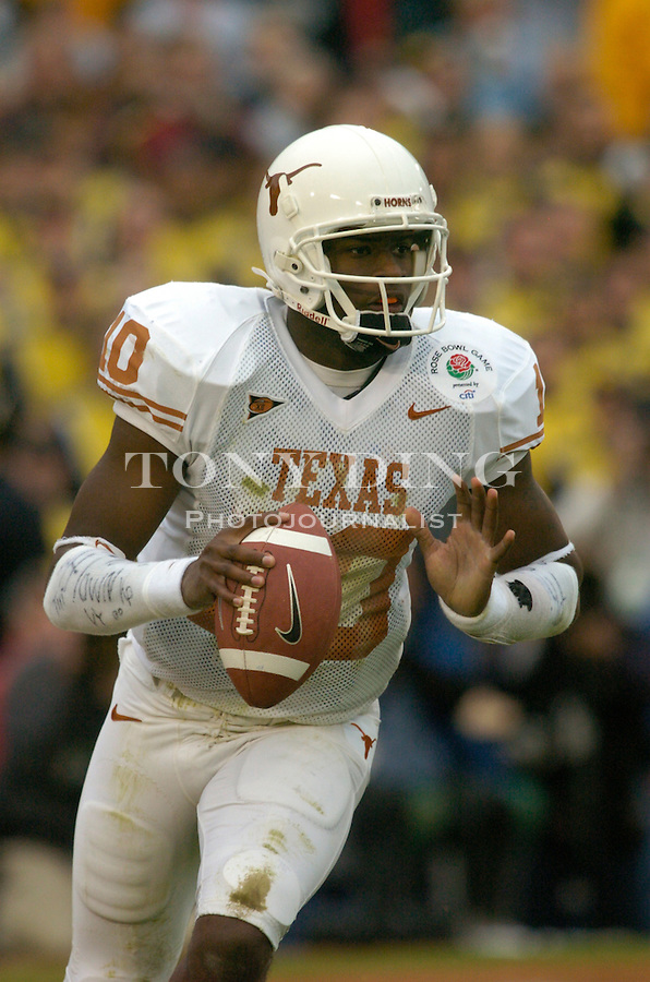 Texas quarterback Vince Young (10) during the Wolverines' game 37-38 loss  to Texas on Saturday, January 1, 2004 at the Rose Bowl in Pasadena, Calif. (Photo by TONY DING/The Michigan Daily)