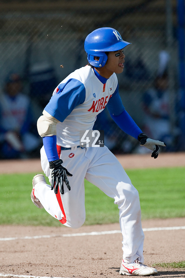14 September 2009: Jong-Wook Ko of South Korea runs to first base during the 2009 Baseball World Cup Group F second round match game won 15-5 by South Korea over Great Britain, in the Dutch city of Amsterdan, Netherlands.