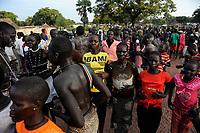 SOUTH SUDAN, Lakes State, village Mapourdit, Dinka celebrate harvest festival with dances, woman with Obama T-shirt / SUED-SUDAN  Bahr el Ghazal region , Lakes State, Dorf Mapourdit , Dinka feiern ein Erntedankfest mit traditionellen Taenzen