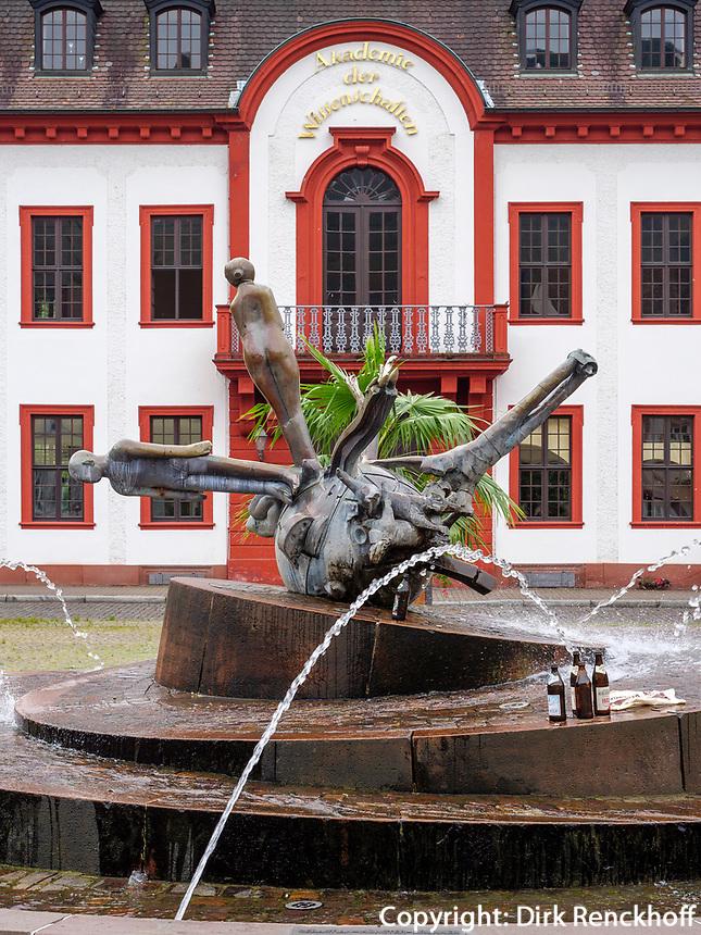 Brunnen auf dem Karlsplatz, Heidelberg, Baden-Württemberg, Deutschland, Europa<br /> fountain on Karlsplatz, Heidelberg, Baden-Wuerttemberg, Germany, Europe
