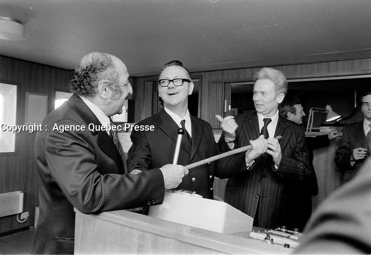 ARCHIVE -<br /> Remise de la Canne a Pommeau d'or, au Capitaine du premier bateau de l'annee dans le port de Montreal, <br /> 3 Janvier 1973<br /> <br /> Photo : Agence Quebec Presse  - Alain Renaud