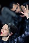 UNE LENTE MASTICATION..chorégraphie, Myriam Gourfink..musique, Kasper T. Toeplitz..lumière, Séverine Rième..régie technique, Zakariyya Cammoun..administration, Sophie Pulicani..diffusion, Damien Valette..avec..Clément Aubert..Clémence Coconnier..Céline Debyser..Carole Garriga..Kevin Jean..Deborah Lary..Julie Salgues..Françoise Rognerud..Nina Santes..Véronique Weil..Lieu : Théâtre de Gennevilliers..Ville : Gennevilliers..le 30/01/2012..© Laurent Paillier / photosdedanse.com..All rights reserved