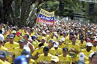 BOGOTÁ -COLOMBIA. 28-07-2013. Aspecto de los participantes en la Media Maratón de Bogotá 2013. En esta ocasión Geoffrey Kipsang (Kenia) fue el ganador con un tiempo de 1.03:46 y en mujeres Priscah Jeptoo (Kenia)con un ntiempo de 1.12:24. / Aspect of the people during the Half Marathon of Bogota. In this edition Geoffrey Kipsang (Kenya) won with a time of 1.03:46 and in women the winner  was Priscah Jeptoo (Kenya) with a time of 1.12:24. Photo: VizzorImage / Str