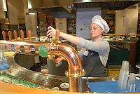 - Eataly, market for the sale of quality Italian food, the beer-house<br /> <br /> - Eataly, market per la vendita del cibo italiano di qualità, la birreria