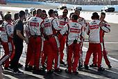 Monster Energy NASCAR Cup Series<br /> Can-Am 500<br /> Phoenix Raceway, Avondale, AZ USA<br /> Sunday 12 November 2017<br /> Matt Kenseth, Joe Gibbs Racing, Circle K Toyota Camry crew celebrate<br /> World Copyright: Nigel Kinrade<br /> LAT Images