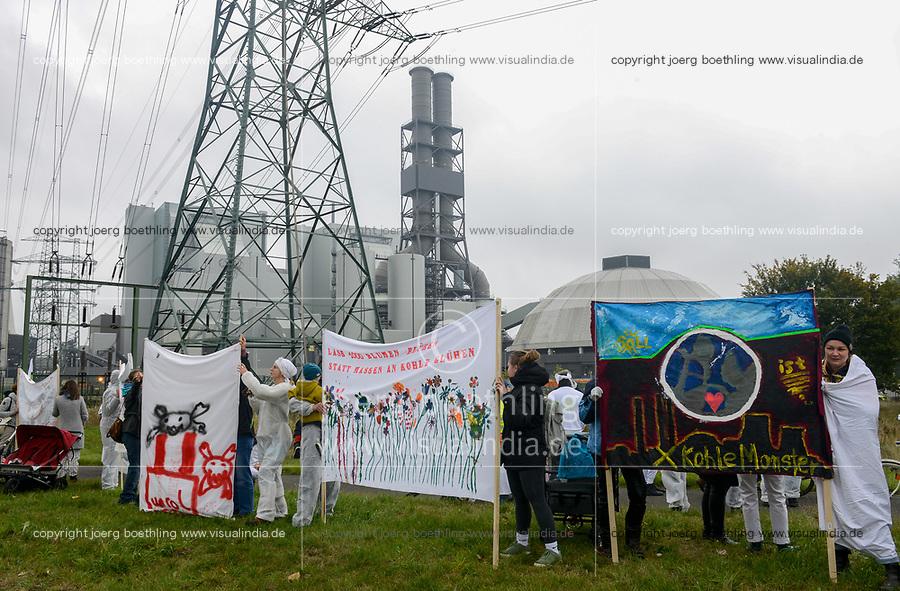 GERMANY, Hamburg , protest demo at coal power station Moorburg to protest against coal burning and hard coal imports / DEUTSCHLAND, Hamburg, Demo am Kohlekrafttwerk Moorburg gegen Kohlekraft