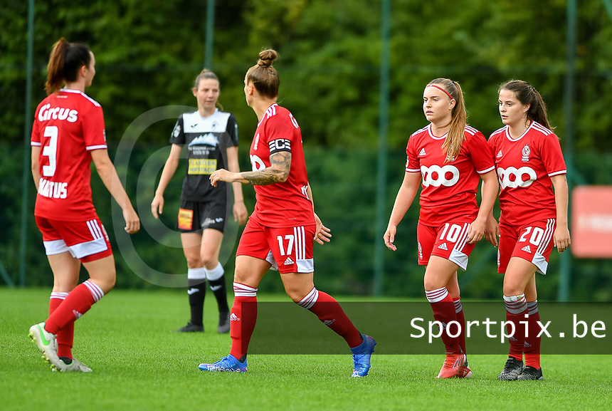 Standard players celebrate their team's goal during a female soccer game between Standard Femina de Liege and Eendracht Aalst dames on the fourth matchday in the 2021 - 2022 season of the Belgian Scooore Womens Super League , Saturday 11 th of September 2021  in Angleur , Belgium . PHOTO SPORTPIX | BERNARD GILLET