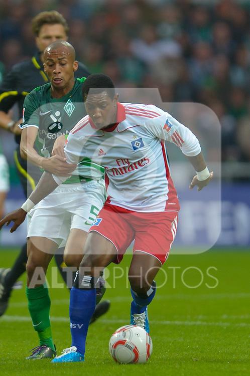25.09.2010, Weser Stadion, Bremen, GER, 1.FBL, Werder Bremen vs Hamburger SV im Bild Eljero Elia (HSV #11) Mikael SILVESTRE ( Werder #16 )    Foto © nph / Kokenge