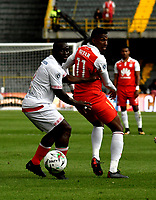 BOGOTÁ - COLOMBIA, 12-01-2019: Johan Arango (Der.) jugador de Independiente Santa Fe disputa el balón con Jonny Mosquera (Izq.) jugador de América de Cali, durante partido entre Independiente Santa Fe y América de Cali, por el Torneo Fox Sports 2019, jugado en el estadio Nemesio Camacho El Campin de la ciudad de Bogotá. / Johan Arango (R) player of Independiente Santa Fe vies for the ball with Jonny Mosquera (L) during a match between Independiente Santa Fe and America de Cali, for the Fox Sports Tournament 2019, played at the Nemesio Camacho El Campin stadium in the city of Bogota. Photo: VizzorImage / Luis Ramírez / Staff.