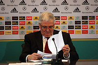 DFB-Praesident Dr. Theo Zwanziger<br /> DFB-Pressekonferenz zum Thema Doping<br /> *** Local Caption *** Foto ist honorarpflichtig! zzgl. gesetzl. MwSt. Auf Anfrage in hoeherer Qualitaet/Aufloesung. Belegexemplar an: Marc Schueler, Am Ziegelfalltor 4, 64625 Bensheim, Tel. +49 (0) 151 11 65 49 88, www.gameday-mediaservices.de. Email: marc.schueler@gameday-mediaservices.de, Bankverbindung: Volksbank Bergstrasse, Kto.: 151297, BLZ: 50960101
